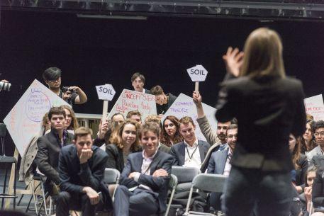 4644720_6_a654_le-theatre-des-negociations-au-theatre_ceb1302c5c4fcd3b77a7f13e05b58de5